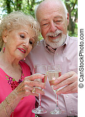 pareja mayor, feliz, juntos