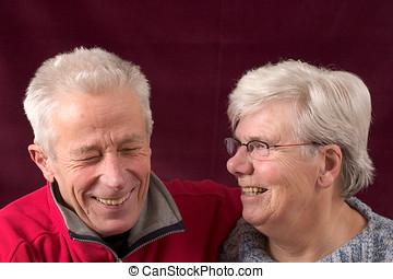 pareja mayor, reír
