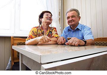 pareja mayor, sonreído, feliz