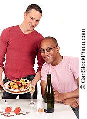pareja mezclada, pertenencia étnica, alegre, cocina
