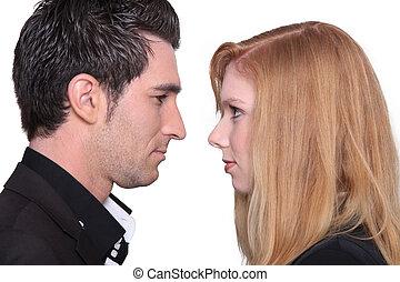 pareja, mirar fijamente, cara a cara