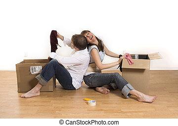 pareja, mover, appartment