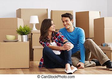 pareja, mover, casa