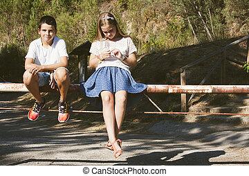 pareja, niños, aire libre