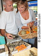 pareja, ostras, compra