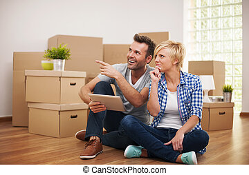 pareja, pensamiento, feliz, sobre, nuevo, decoración, hogar