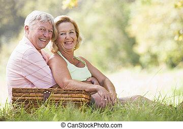 pareja, picnic, sonriente