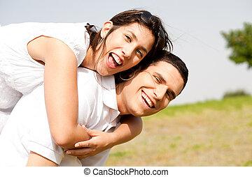 pareja, piggybacking, joven