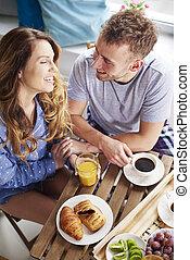 pareja, preparado, desayuno, en la cocina