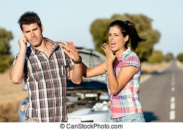 pareja, problemas, en, coche, viaje de camino