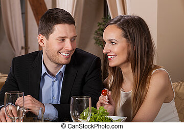 pareja, reír, restaurante