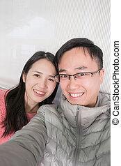 pareja, selfie, en, autobús
