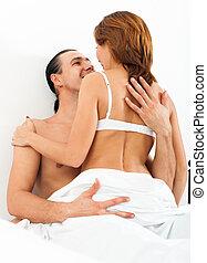 pareja, sentado, tener relaciones sexuales