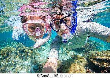 pareja, snorkeling