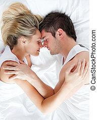 pareja, sueño, en cama