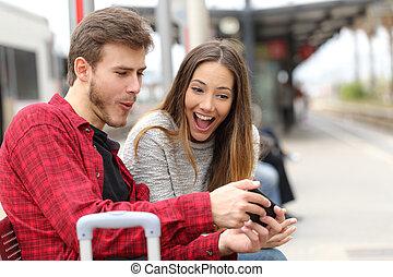pareja, teléfono, tren, juegos, estación, juego, elegante