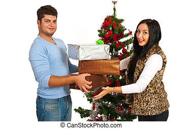 pareja, tenencia, navidad presenta