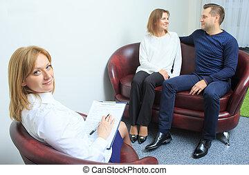 pareja, tenido, psicólogo, sesión, terapia, feliz