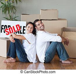 pareja, teniendo, comprado, casa nueva