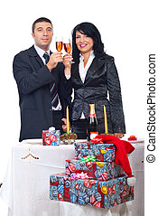 pareja, tostadas de champán, y, celebrar, navidad