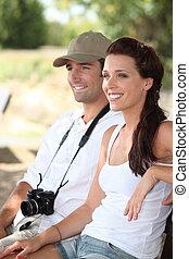 pareja, turistas, feliz