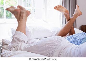 parejas, piernas, mentira en cama