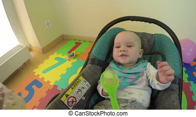 parent feed baby mash