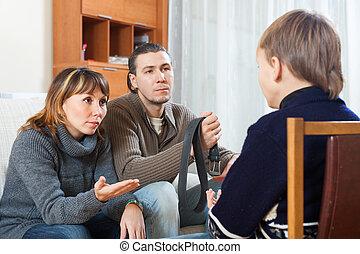 parents, adolescent, réprimande, fils