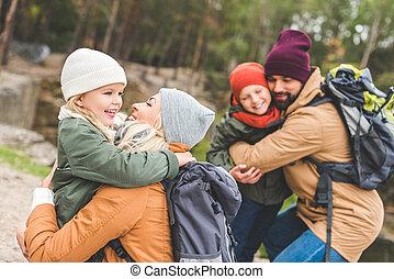 parents, enfants, étreindre