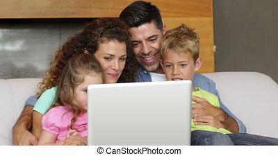 parents, et, enfants, utilisation, les, ordinateur portable