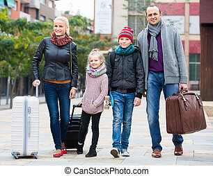 Parents with two kids chasing streets - tourists with two ...