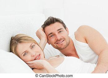 pares, cama, seu, junto, encantador, mentindo