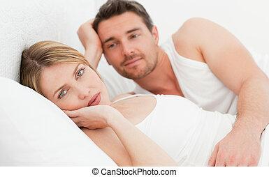 pares, cama, seu, junto, lar, encantador, mentindo