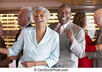 pares, dançar, em, um, danceteria