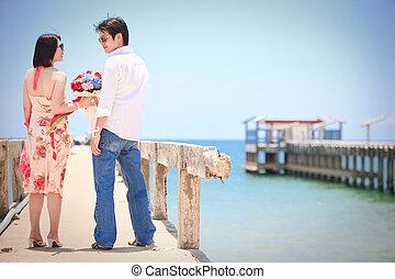 pares, fazer, contato olho, em, cais, praia