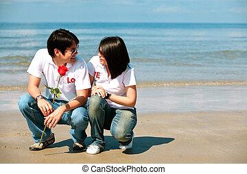 pares românticos, um ao outro, vendo, olhos, praia