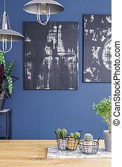 parete blu, nero, dipinti