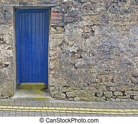 parete blu, pietra, porta