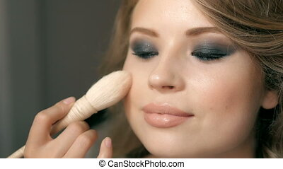 parfait, application maquillage, cosmétique, poudre, peau, brush., closeup.