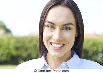parfait, belle femme, extérieur, dents, portrait, sourire