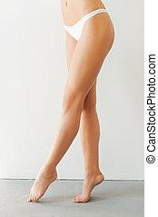 parfait, debout, femme, legs., image, jeune, tondu, long, contre, fond, blanc, jambes