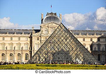 PARIS - APRIL 4: Louvre Museum on Easter, April 4, 2010 in...