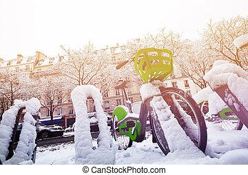 paris, bicicleta, estacionamento, em, nevado, inverno, dia