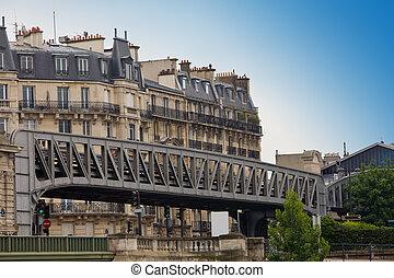Paris. Bridge before building