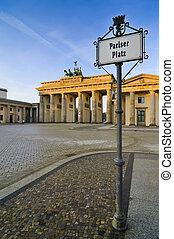 pariser platz and brandenburger tor (brandenburg gate) in berlin, germany, at sunsrise