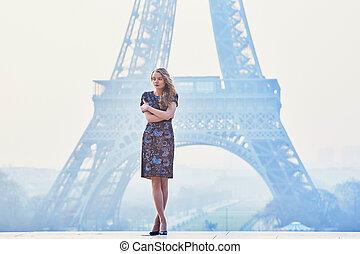 Parisian woman near the Eiffel tower at morning - Beautiful...