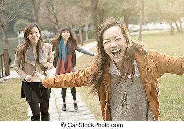 park, aziaat, glimlachen gelukkig, spelend, vrouwen