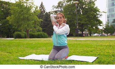 park, frau, joga matte, trainieren
