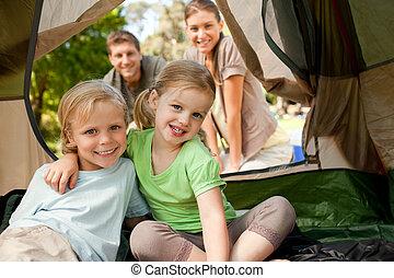park, kamperen, gezin, vrolijke
