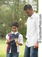 park, katapulta, ojciec, syn, indianin, interpretacja